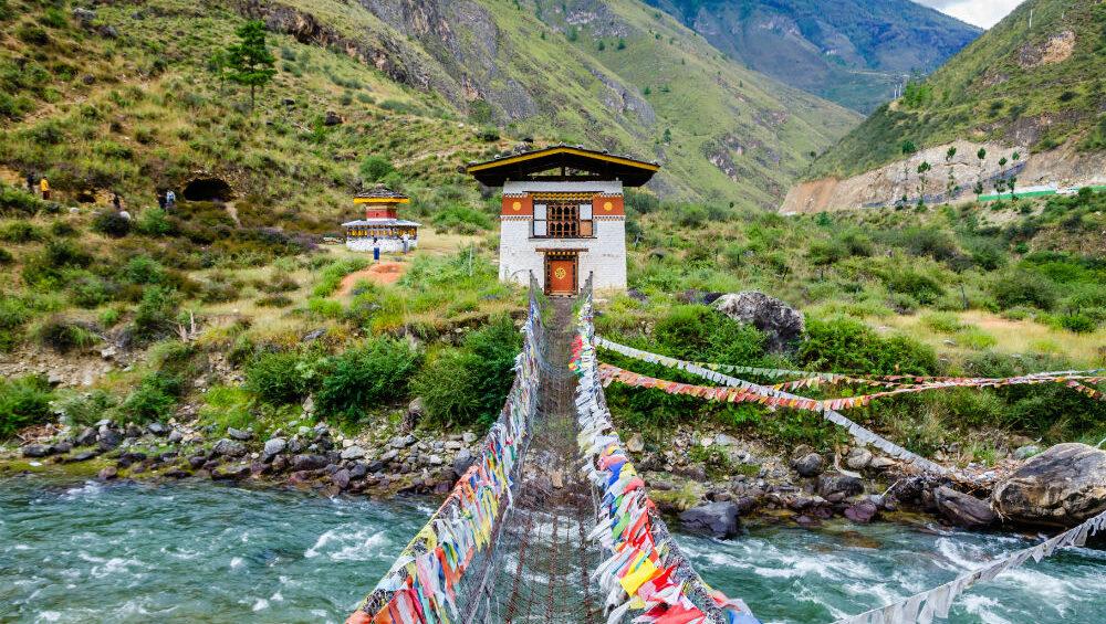 shutterstock_667317535-Bhutan-bridge